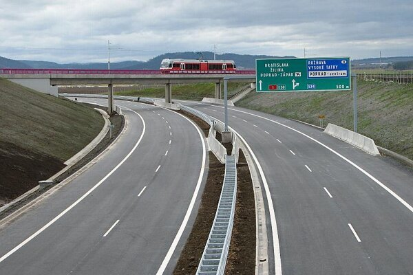 A newly-completed stretch of the D1 highway near Poprad.