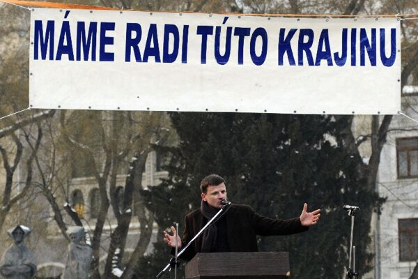 Alojz Hlina speaks to the crowd in Bratislava's SNP Square.