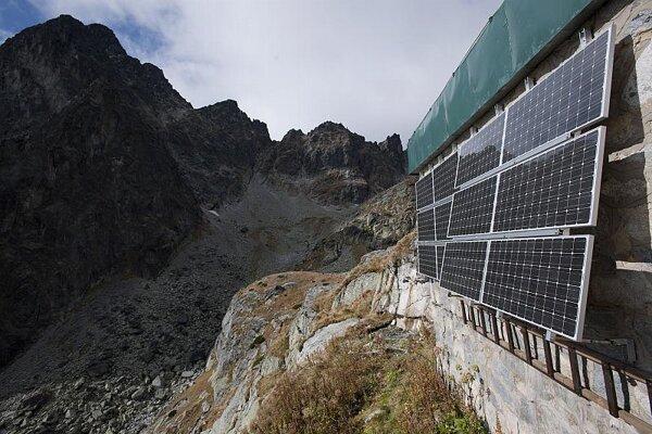 SE installed solar panels at Téry's hut in the High Tatras