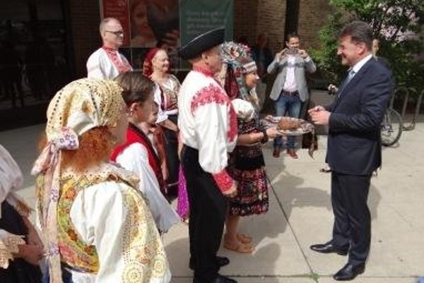 Minister Miroslav Lajčák was welcomed in Cleveland traditionally - with bread and salt.
