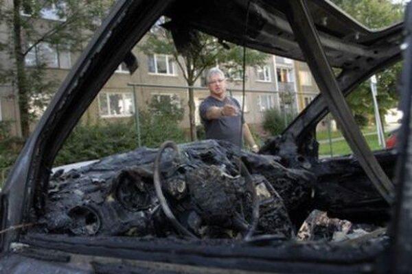 Vincent Lukáč and the burnt car