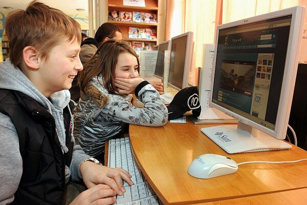 Experts stress the need for parental vigilance when children are online.