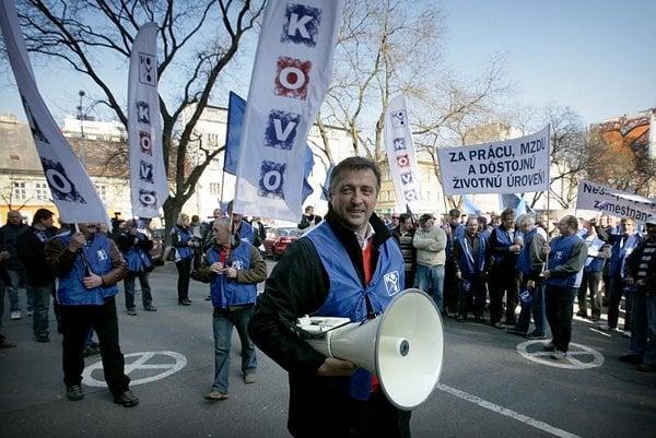 KOVO trade union members will march again.