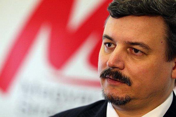 SMK's József Berényi will not discuss his citizenship.