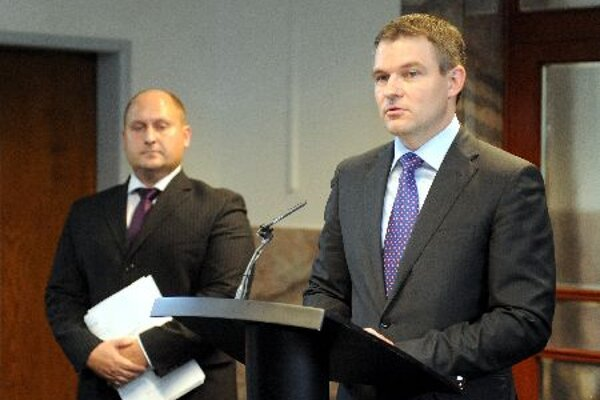 The state secretary of the Finance Ministry Peter Pellegrini (right) and the director of the budgetary policy section at the Finance Ministry Radovan Majerský.