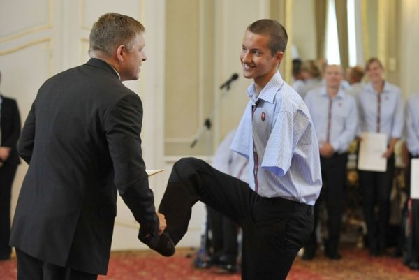 Sixteen-year old swimmer Viktor Kemény, who has no hands and so greeted Slovak Prime Minister Robert Fico using his foot, is the youngest Slovak attending the 2012 Paralympic Games in London.