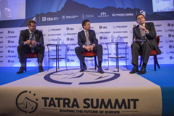 Euro-group chair and Dutch Finance Minister Jeroen Dijsselbloem (c), with Slovak Finance Minister Peter Kažimír (R) and main economist of the Slovak Finance Ministry Martin Filko at Tatra Summit in Bratislava.