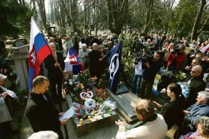 Extremists used to meet at Jozef Tiso's grave (picture from 2007).