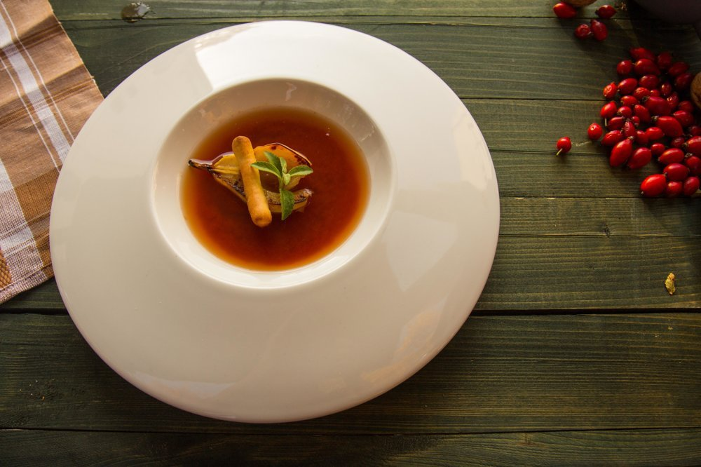 A soup from rosehips with red wine and pear
