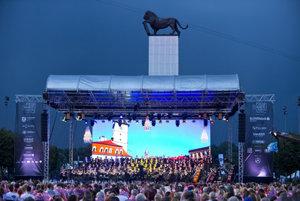 The Viva Europa! concert started impressively.