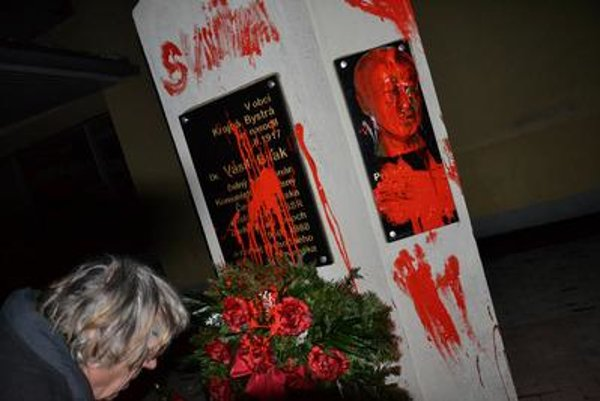 The monument commemorating Vasil Biľak was painted over in red.