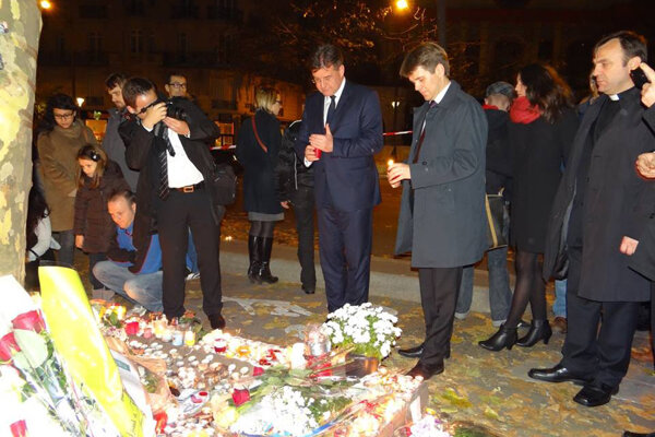 Slovak FAM Lajčák (C) pays tribute to the victims of the Paris attacks, November 16
