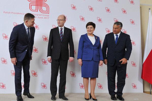 L-R: Slovak Prime Minsiter Robert Fico, Czech PM Bohuslav Sobotka, Polish Premier Beata Szydlo, and Hungariam PM Viktor Orbán at the V4 meeting of prime ministers, July 21