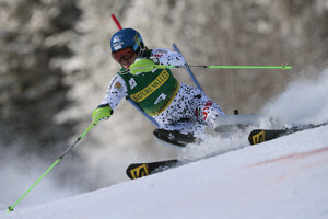 Veronika Velez Zuzulová skis to win the second palce in Aspen, Novemebr 28.