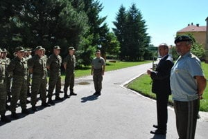 L-R: Defence Minister Peter Gajdoš and Chief of Staff of Slovak Armed Forces Lieutnant-General Milan Maxim during an unplanned visit to the Training Battalion in Martin, August 8, 2016.