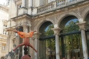 Performers lure potential audiences to Avignon theatre festival.