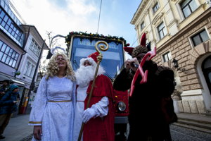 On December 6, St Nicolaus, an angle and a devil joined the Christmas Tram crew.