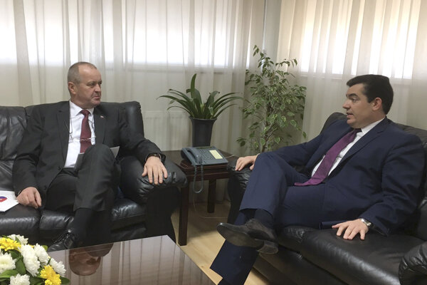 (L-R) Slovak Defence Minister Peter Gajdoš negotiated with his Cypriot counterpart Christoforos Fokaidis on the operation of Slovak troops in the United Nations Peacekeeping Force in Cyprus (UNFICYP) mission and deepening bilateral cooperation.