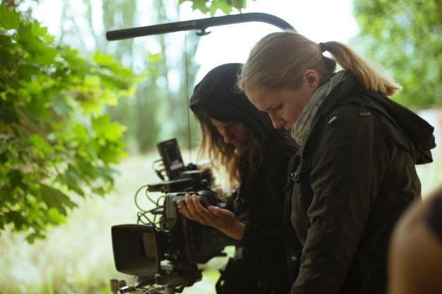 L-R: Camerawoman Denisa Burnaová, director Iveta Grófová