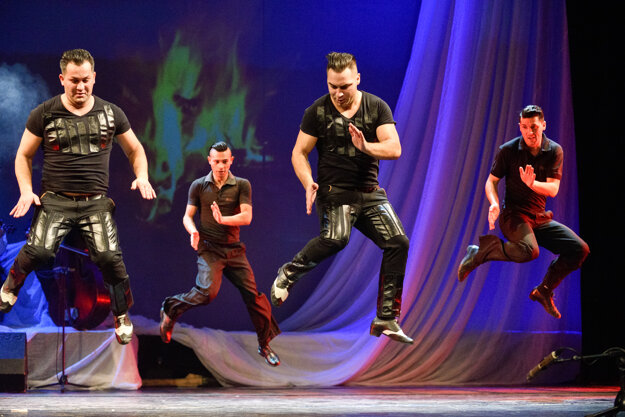 King of the Gypsy Dance (with Totti Ovidio) will perform with Gipsy Devils in a tour around Slovakia, starting in Humenné on April 30.