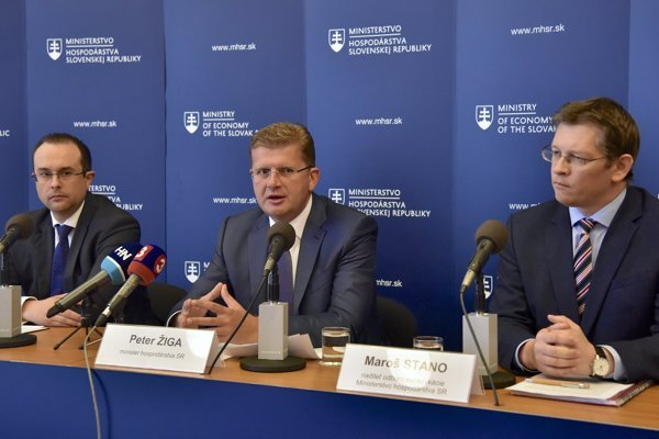 Economic Minister Peter Žiga (middle) introduced a package to improve the business environment in Slovakia.