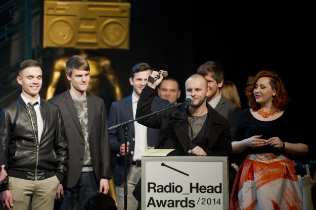Fallgrapp receives Radio_Head awards.