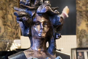 The bust of Lucia Popp in Vienna State Opera.