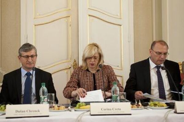 Dušan Chrenek (L) during the visit of EU Commissioner Corina Cretu.