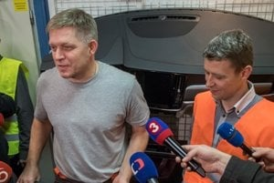 L-R: PM Fico and CEO of IAC Group Peter Žatkuľák brief journalists during the night shift.