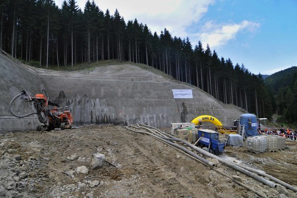 Eastern entrance of the Čebrať tunnel during the launch of the construction of the tunnel in 2014.
