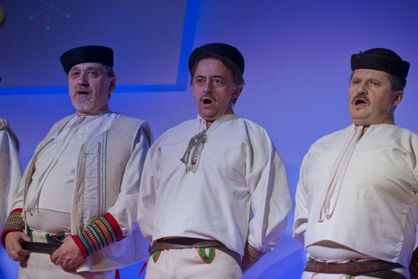 The performance of the male singing group