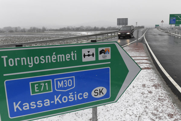 The new stretch of the Hungarian highway M30.