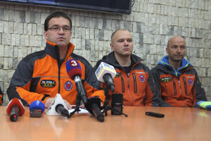 Press briefing of HZS (L-R): Head of HZS Jozef Janiga, head of regional HZS centre High Tatras Martin Kulanga, and head of regional HZS centre Veľká Fatra Vladimír Šedek in Starý Smokovec.