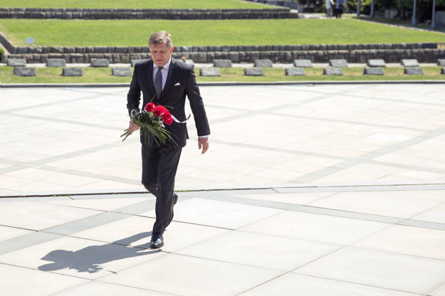 Ex-PM Robert Fico at the Slavín WWII memorial, May 8.