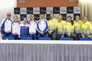 Fed Cup - Slovakia (L-R) Hantuchová, Čepelová, Cibulková, Schmiedlová, coach Matej Lipták, Australian coach Alicia Molik, Stosur, Rodionova, Birrell, Dellacqua,