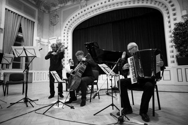 Chassidic Songs touring Slovakia
