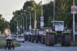 Protesting farmers arrive in Bratislava, June 20.