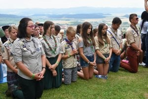 Scouts priyng at the Levoča pilgrimage.