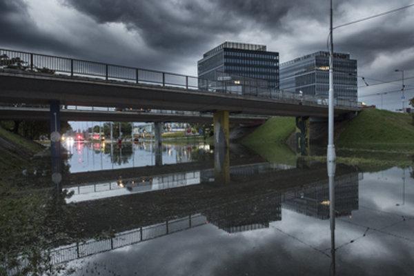 The Ružinovská-Bajkalská crossroad in Bratislava is impassable after torrential rains of September 1, 2018.