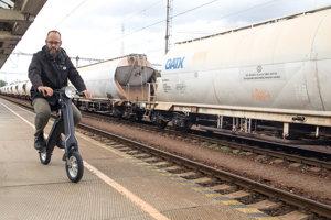 Railway travelers can rent an e-bike in trains.