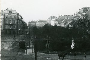 The historical photo of the Kozics Studio on today's Hviezdoslavovo Square.