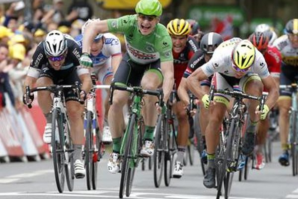 Germany's Andre Greipel (C)crosses the finish line ahead of Britain's Mark Cavendish (L), and Peter Sagan, right, at the fifth stage of the Tour de France cycling race July 8.