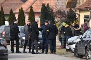 Róbert Krajmer (second left) at the crime scene in front of Ján Kuciak's house.
