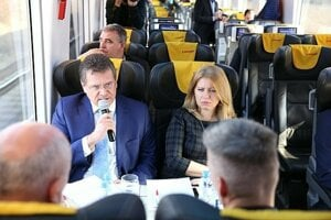 One of the debates of this presidential campaign took place on the train. Maros Sefcovic speaking on the microphone, next to him sits zuzana Caputova.