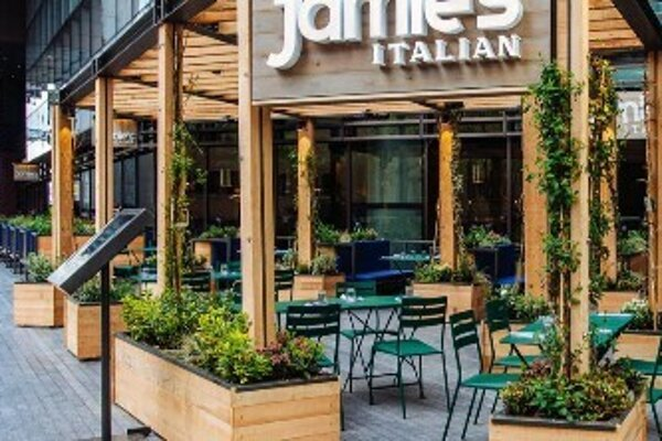 Popular British chef Jamie Oliver had to close down 22 restaurants lately.