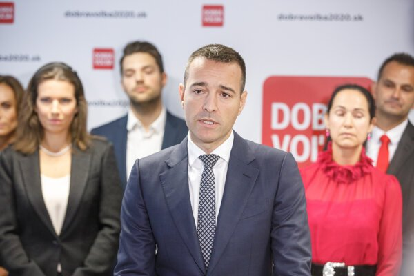 Tomáš Drucker introducing members of his new party Dobrá Voľba.
