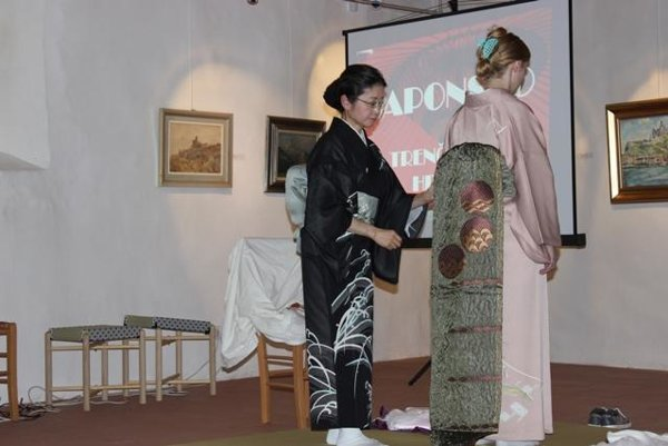 The art of wearing kimonos was presented at the Trenčín Castle.