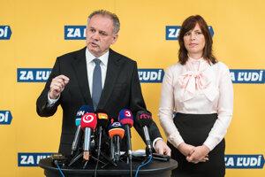 Ex-Slovak President Andrej Kiska (left) and Za ľudí party member Veronika Remišová (right)speak at the press conference