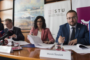 Education Minister Martina Lubyová and rectors of two universities, Miroslav Fikar (STU) and Marek Števček (UK), sign a contract that will grant €111 million  to the two higher education institutions