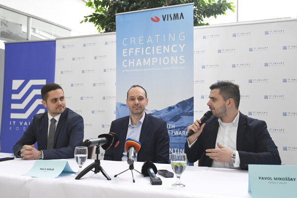 Oto Pisoň from SARIO (left), Visma head Nils Vold and IT Valley head Pavol Miroššay attend the press conference in Košice on December 6, 2018